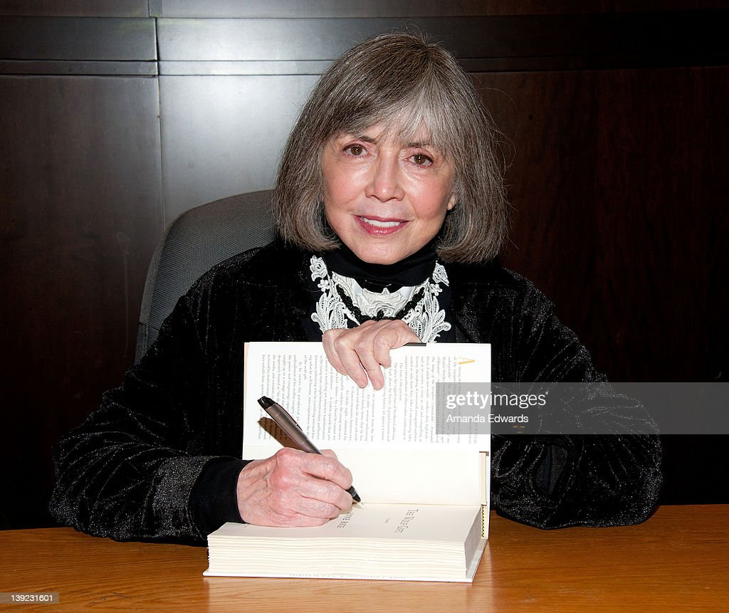 anne rice signs copies of her book