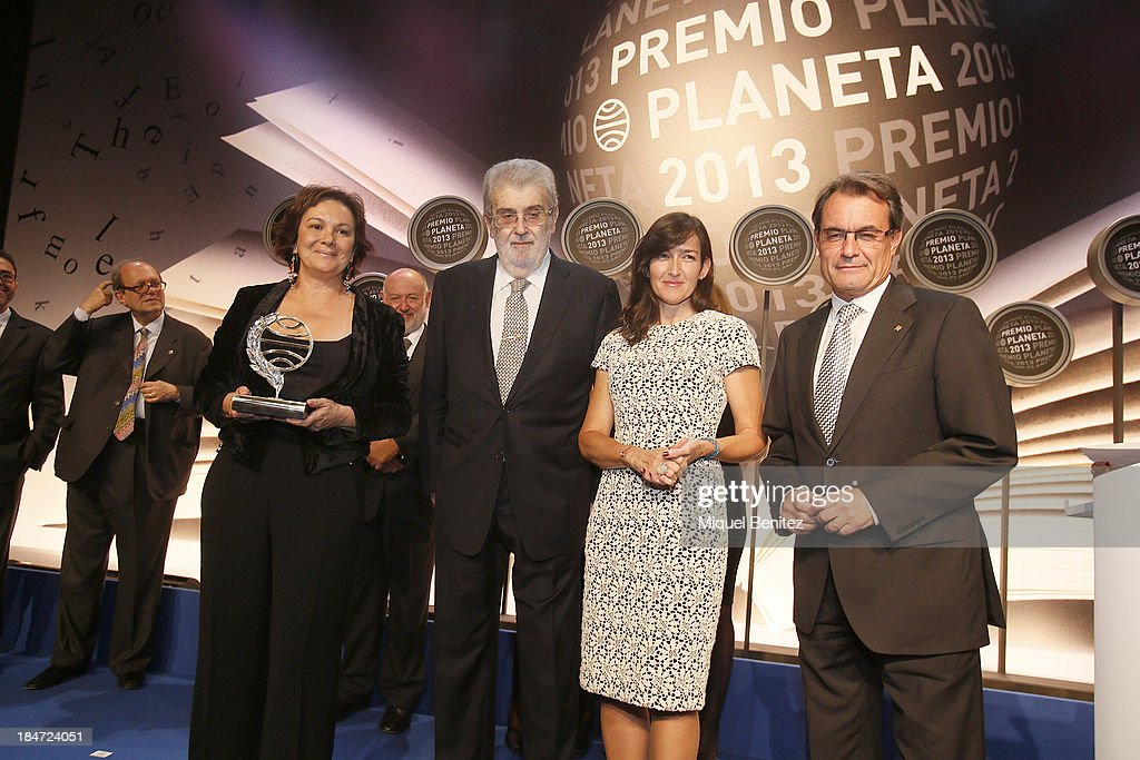 Writer Clara Sanchez poses with her award Jose Manuel Lara Bosch CEO of Grupo Planeta Angeles GonzalezSinde and Catalonia's regional government...