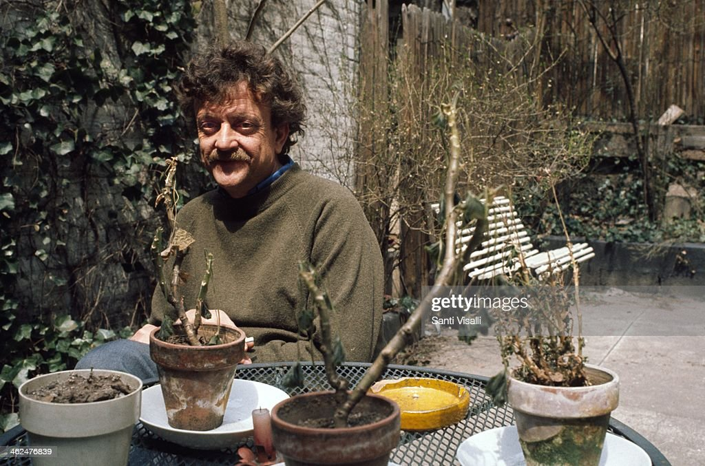 1983 vonnegut Kurt vonnegut, jr (november 11, 1922 – april 11, 2007) was a 20th-century american writer his works such as cat's cradle (1963), slaughterhouse-five (1969), and breakfast of champions (1973) blend satire, gallows humor, and science fiction.