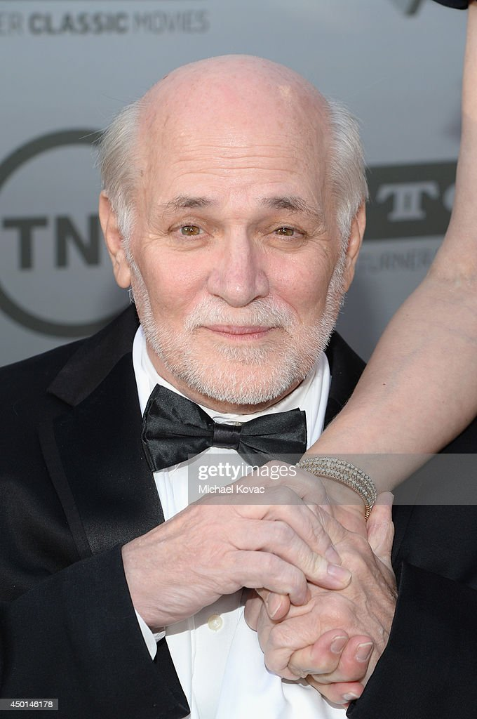 a biography of ron kovic Ronald lawrence kovic (born july 4, 1946) is an anti-war activist, veteran and writer who was paralyzed in the vietnam war he is best known as the author of the.