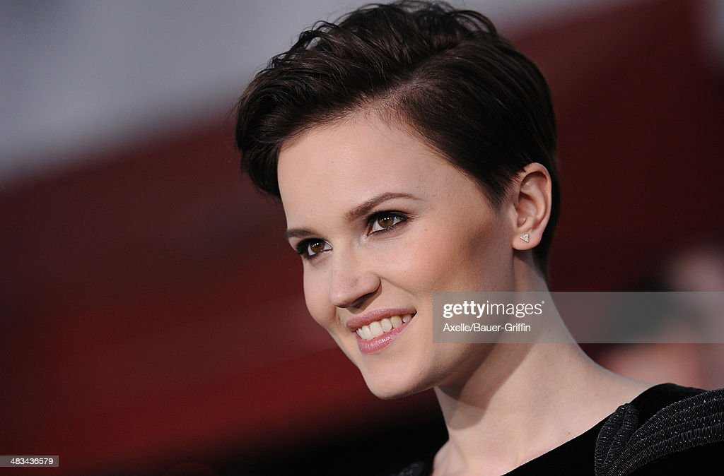 Writer <a gi-track='captionPersonalityLinkClicked' href=/galleries/search?phrase=Veronica+Roth&family=editorial&specificpeople=10848461 ng-click='$event.stopPropagation()'>Veronica Roth</a> arrives at the Los Angeles Premiere of 'Divergent' at Regency Bruin Theatre on March 18, 2014 in Los Angeles, California.