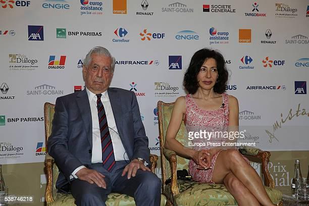 Writers Yasmina Reza and Mario Vargas Llosa attend 'Prix del Dialogo' award 2016 press conference on June 7 2016 in Madrid Spain