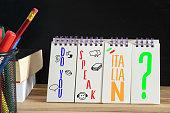 Wörterbuch für italienische Sprache, Schulbuch und Frage Sprechen Sie italienisch