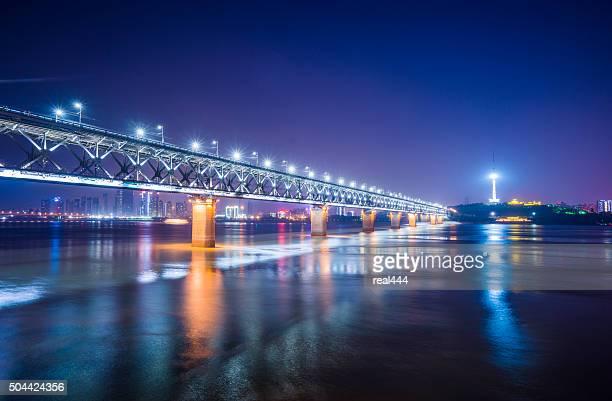 Puente sobre el río WuHanYangtze