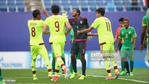 Wuilker Farinez of Venezuela celebrates after scoring from the penalty spot during the FIFA U20 World Cup Korea Republic 2017 group B match between...