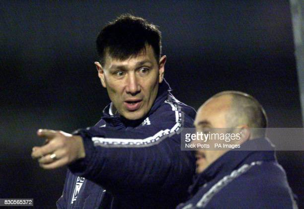 Wycombe Wanderer's Manager Lawrie Sanchez talks to his coach Terry Gibson during the Nationwide Division Two game at Adams Park Wycombe *21/01/04...