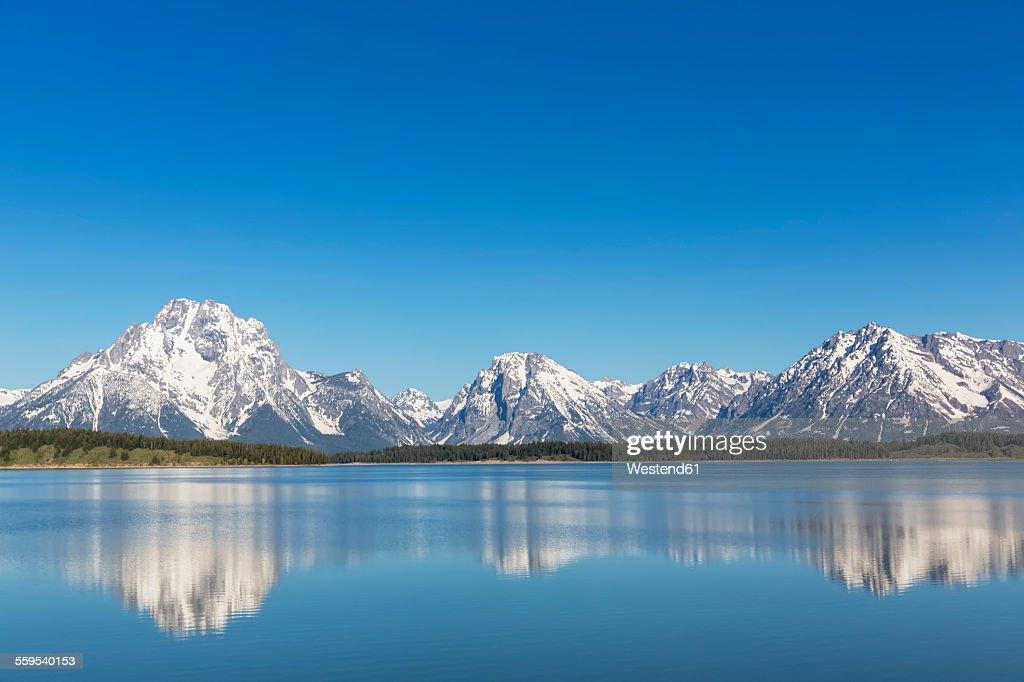 USA, Wyoming, Grand Teton National Park, Jackson Lake with Teton Range, Mount Moran