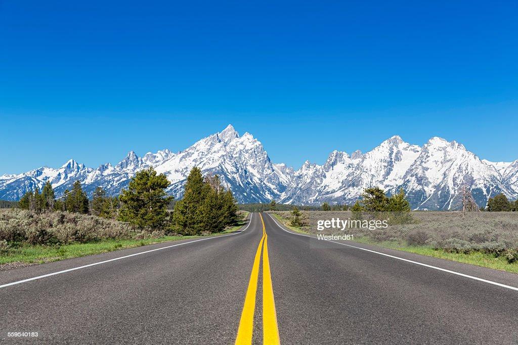 USA, Wyoming, Grand Teton National Park, Teton Range, Cathedral Group, Teewinot Mountain, Grand Teton and Mount Owen with road