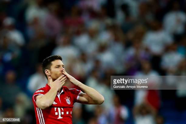 Xabi Alonso of Bayern Muenchen acknowledges Bernabeu's audience as he leaves the pitch after the UEFA Champions League Quarter Final second leg match...