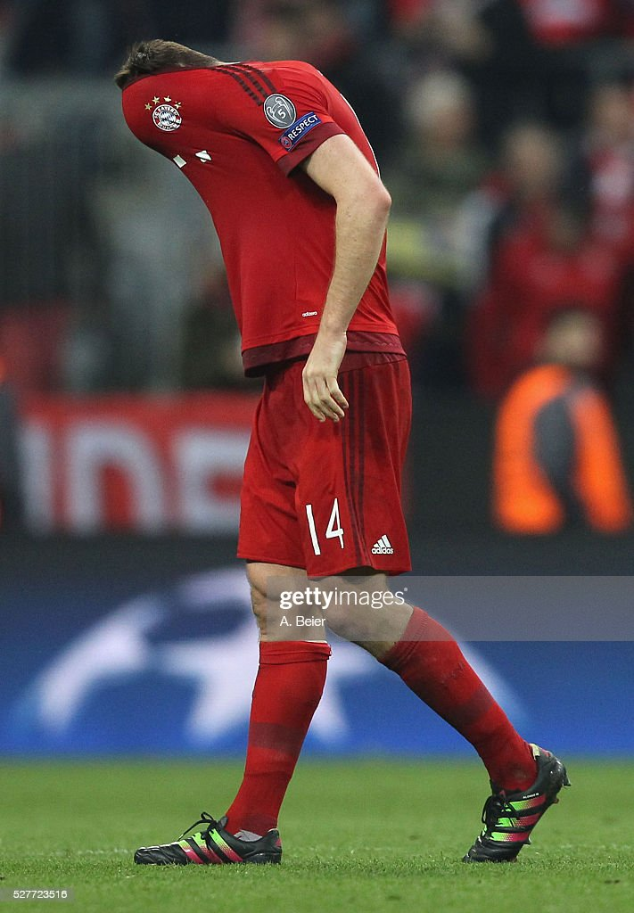 Xabi Alonso of Bayern Muenchen reacts after his team's loss of the Champions League semi final second leg match between FC Bayern Muenchen and Club Atletico de Madrid at Allianz Arena on May 3, 2016 in Munich, Germany.