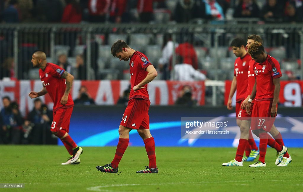 Xabi Alonso of Bayern Munich (14) looks dejected with team mates after the UEFA Champions League semi final second leg match between FC Bayern Muenchen and Club Atletico de Madrid at Allianz Arena on May 3, 2016 in Munich, Germany. Bayern Munich won the match 2-1, but Atletico Madrid reached the final on the away goals rule.
