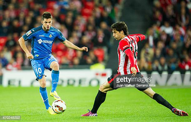 Xabier Etxeita of Athletic Club duels for the ball with Pablo Sarabia of Getafe CF during the La Liga match between Athletic Club and Getafe CF at...
