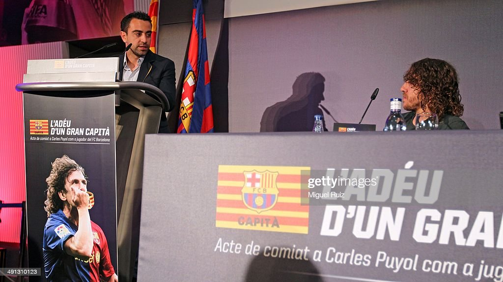 <a gi-track='captionPersonalityLinkClicked' href=/galleries/search?phrase=Xavi+Hernandez+-+Soccer+Player&family=editorial&specificpeople=2834438 ng-click='$event.stopPropagation()'>Xavi Hernandez</a> (L) gives a commemorative speech to <a gi-track='captionPersonalityLinkClicked' href=/galleries/search?phrase=Carles+Puyol&family=editorial&specificpeople=211383 ng-click='$event.stopPropagation()'>Carles Puyol</a> during the farewell press conference as Puyol leaves FC Barcelona at the Auditorium 1899 on May 15, 2014 in Barcelona, Spain.