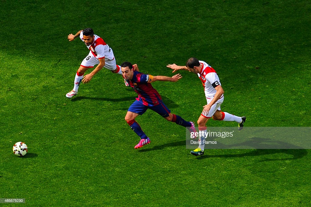 <a gi-track='captionPersonalityLinkClicked' href=/galleries/search?phrase=Xavi+Hernandez+-+Soccer+Player&family=editorial&specificpeople=2834438 ng-click='$event.stopPropagation()'>Xavi Hernandez</a> of FC Barcelona competes for the ball with Javier Ignacio Aquino (L) and Roberto Trashorras of Rayo Vallecano during the La Liga match between FC Barcelona and Rayo Vallecano de Madrid at Camp Nou on March 8, 2015 in Barcelona, Spain.