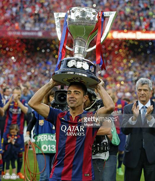 Xavi Hernandez of FC Barcelona lifts the La Liga trophy in his farewell during the La Liga match between FC Barcelona and RC Deportivo La Coruña at...