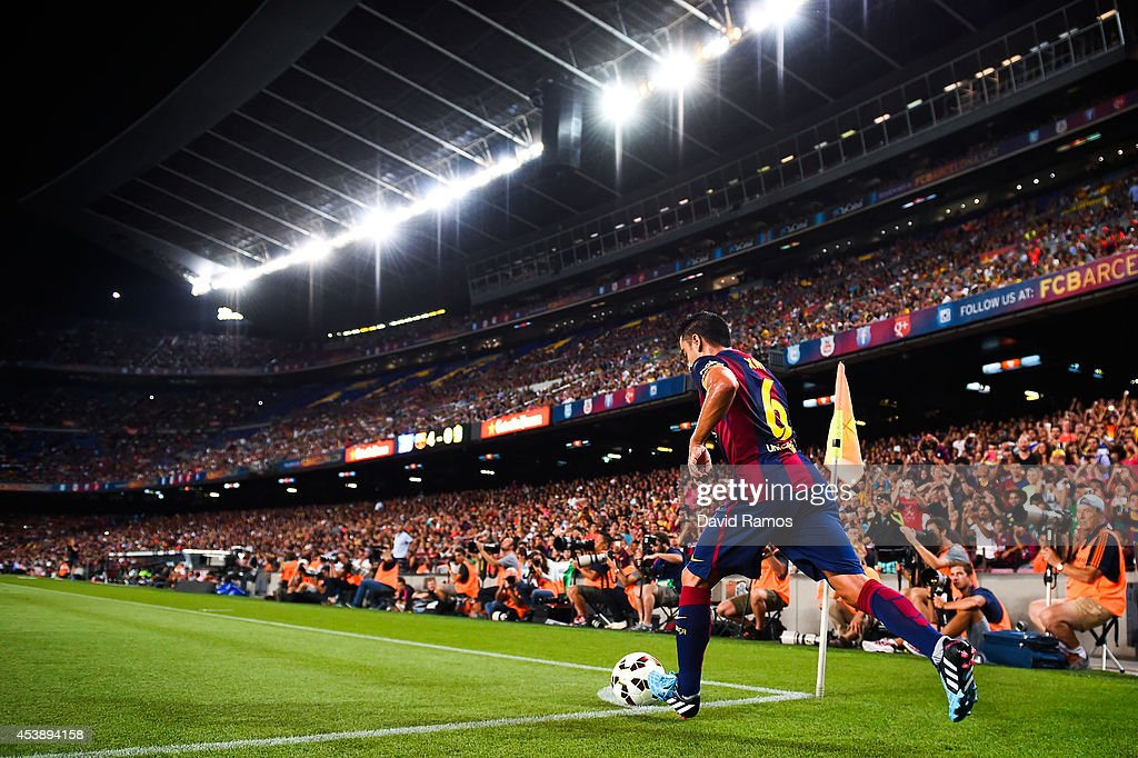 Xavi Hernandez of FC Barcelona takes a corner kick during the Joan Gamper Trophy match between FC Barcelona and Club Leon at Camp Nou on August 18...