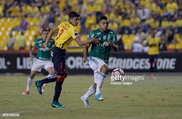 Xavier Arreiga of Barcelona fights for the ball with Alejandro Guerra of Palmeiras during a first leg match between Barcelona SC and Palmeiras as...