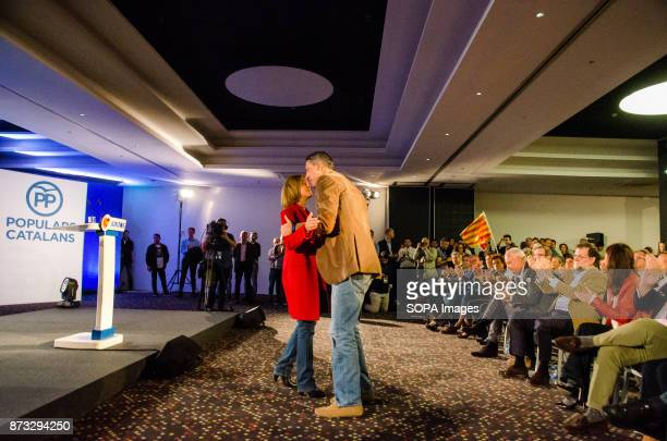 Xavier Garcia Albiol gave a hug to María Dolores de Cospedal during the rally of the popular party of Catalonia The Popular Party of Catalonia has...