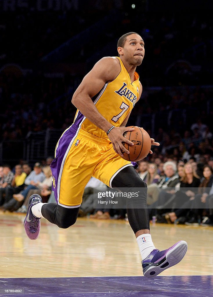 Xavier Henry #7 of the Los Angeles Lakers drives to the basket for a dunk against the New Orleans Pelicans at Staples Center on November 12, 2013 in Los Angeles, California.