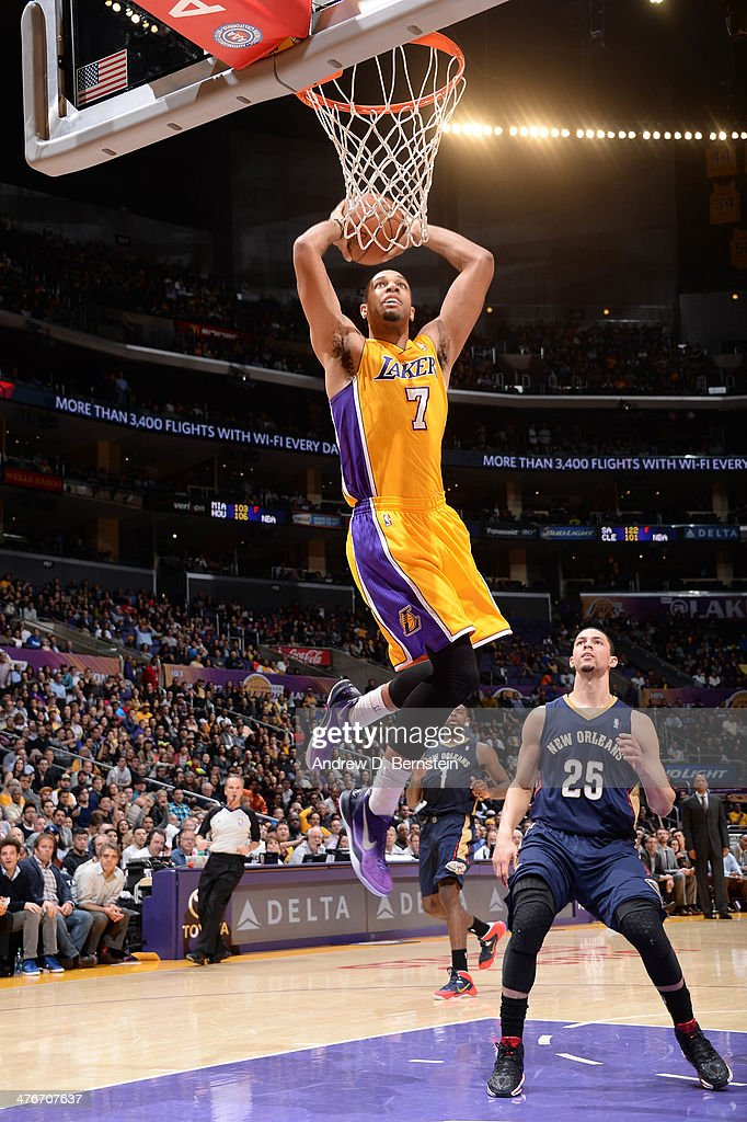 Xavier Henry #7 of the Los Angeles Lakers goes up for a dunk against Austin Rivers #25 of the New Orleans Pelicans at Staples Center on March 4, 2014 in Los Angeles, California.