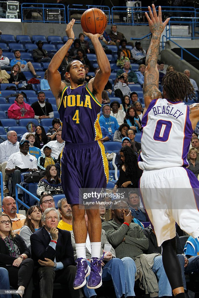 <a gi-track='captionPersonalityLinkClicked' href=/galleries/search?phrase=Xavier+Henry&family=editorial&specificpeople=5792007 ng-click='$event.stopPropagation()'>Xavier Henry</a> #4 of the New Orleans Hornets shoots against <a gi-track='captionPersonalityLinkClicked' href=/galleries/search?phrase=Michael+Beasley&family=editorial&specificpeople=4135134 ng-click='$event.stopPropagation()'>Michael Beasley</a> #0 of the Phoenix Suns on February 06, 2013 at the New Orleans Arena in New Orleans, Louisiana.