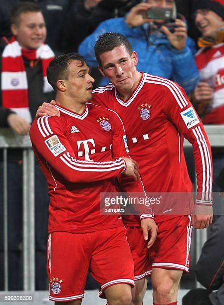 Xherdan Shaqiri und PierreEmile Hojbjerg freuen sich über Tor zum 31 durch Shaqiri in Verlängerung 1 FußballBundesliga FC Bayern München vs Hamburger...