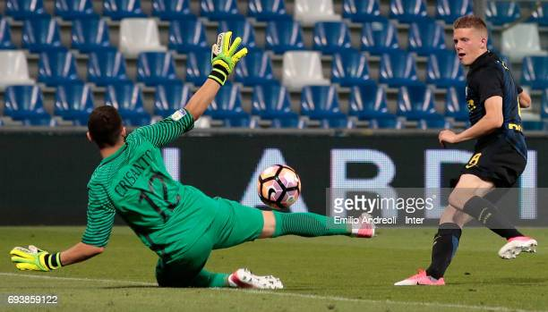 Xian Ghislaine Emmers of FC Internazionale Milano scores the opening goal during the Primavera TIM Playoffs match between FC Internazionale and AS...