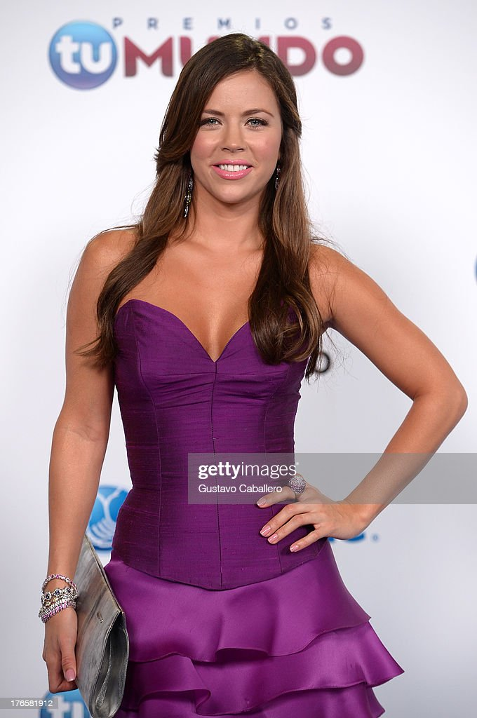 Ximena Duque arrives for Telemundo's Premios Tu Mundo Awards at American Airlines Arena on August 15, 2013 in Miami, Florida.