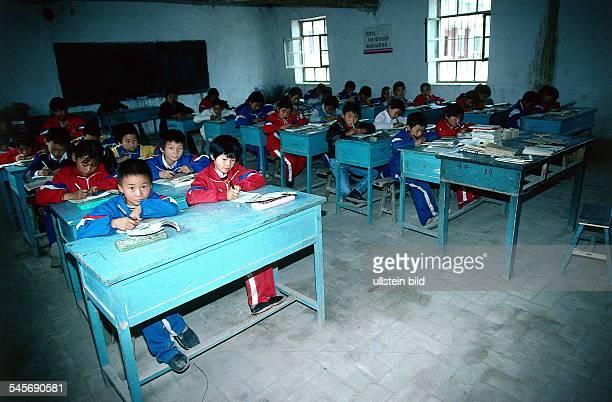 Kinder in einer Volksschule inKuchacol 1996
