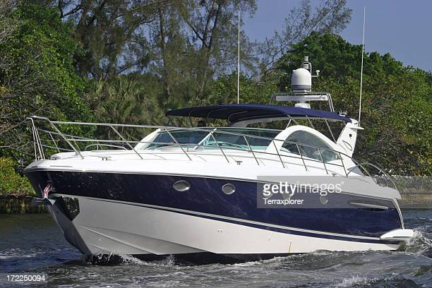 Yacht Crusing su Waterway