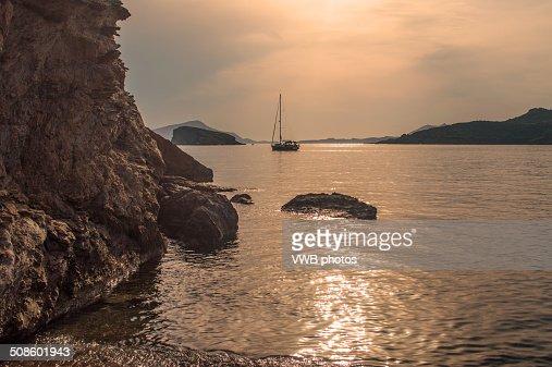 Yacht on the Aegean Sea at Sunset : Foto de stock
