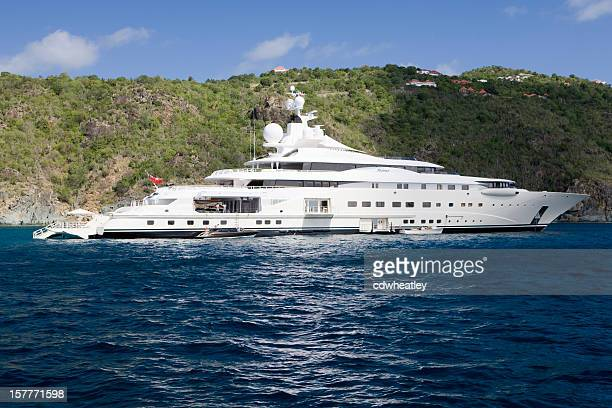 """yacht """"Pelorus'in St. Barts harbour auf January1st 2010"""