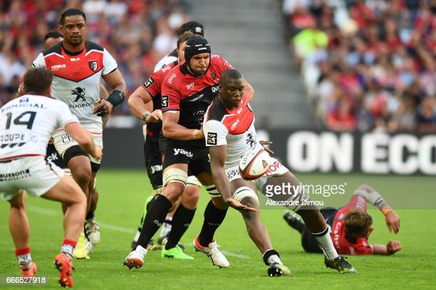 Yacouba Camara of Toulouse and Juandre Kruger of Toulon during the Top 14 match between RC Toulon and Stade Toulousain Toulouse on April 9 2017 in...