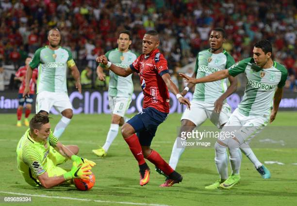 Yairo Moreno of Independiente Medellin fights for the ball with Franco Armani of Atletico Nacional during a match between Independiente Medellin and...