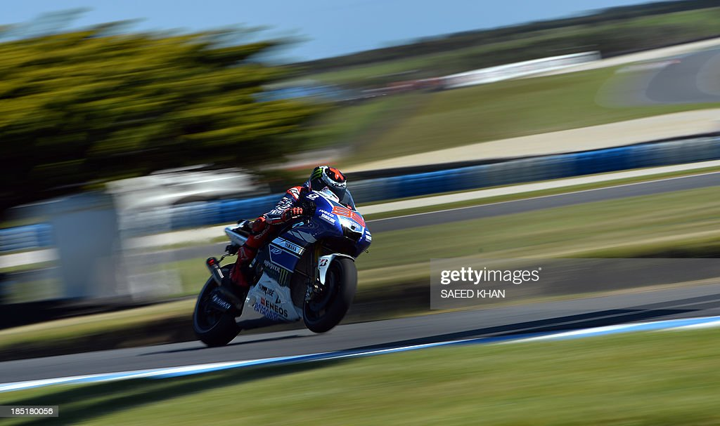 Yamaha Factory Racing's Jorge Lorenzo of Spain powers his bike during the second practice session of the Australian MotoGP Grand Prix at Phillip Island on October 18, 2013. AFP PHOTO/ Saeed KHAN USE