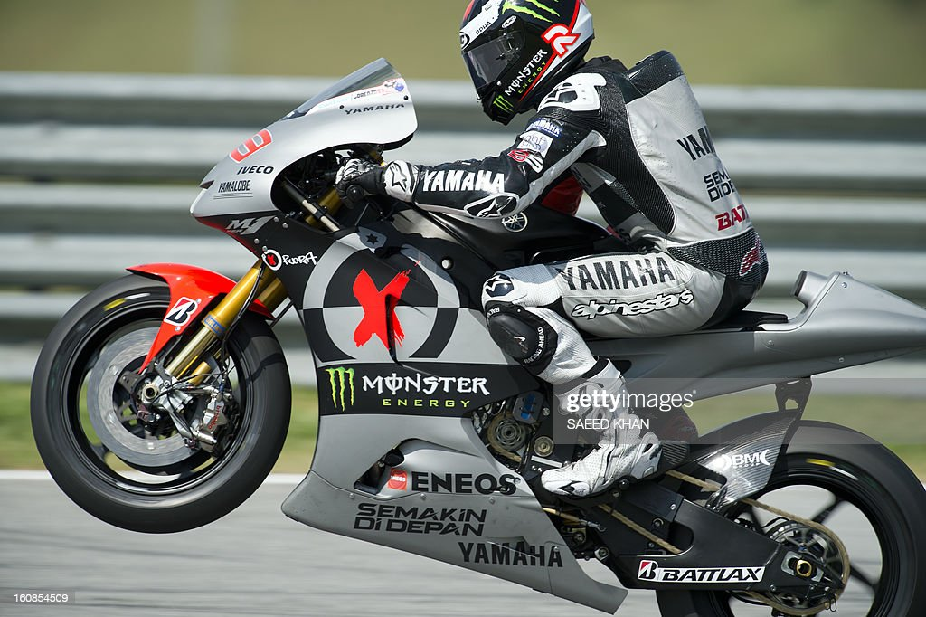 Yamaha Moto GP rider Jorge Lorenzo of Spain powers his bike on the third and final day of the pre-season test at the Sepang circuit outside Kuala Lumpur on February 7, 2013. AFP PHOTO / Saeed Khan