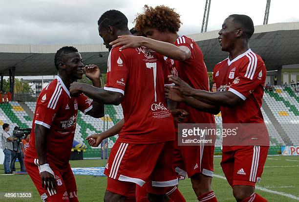 Yamilson Rivera of America de Cali celebrates with his teammates the opening goal against Deportes Quindio during a match between America de Cali and...