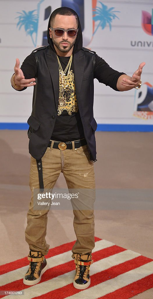 Yandel arrives at Premios Juventud 2013 at Bank United Center on July 18, 2013 in Miami, Florida.