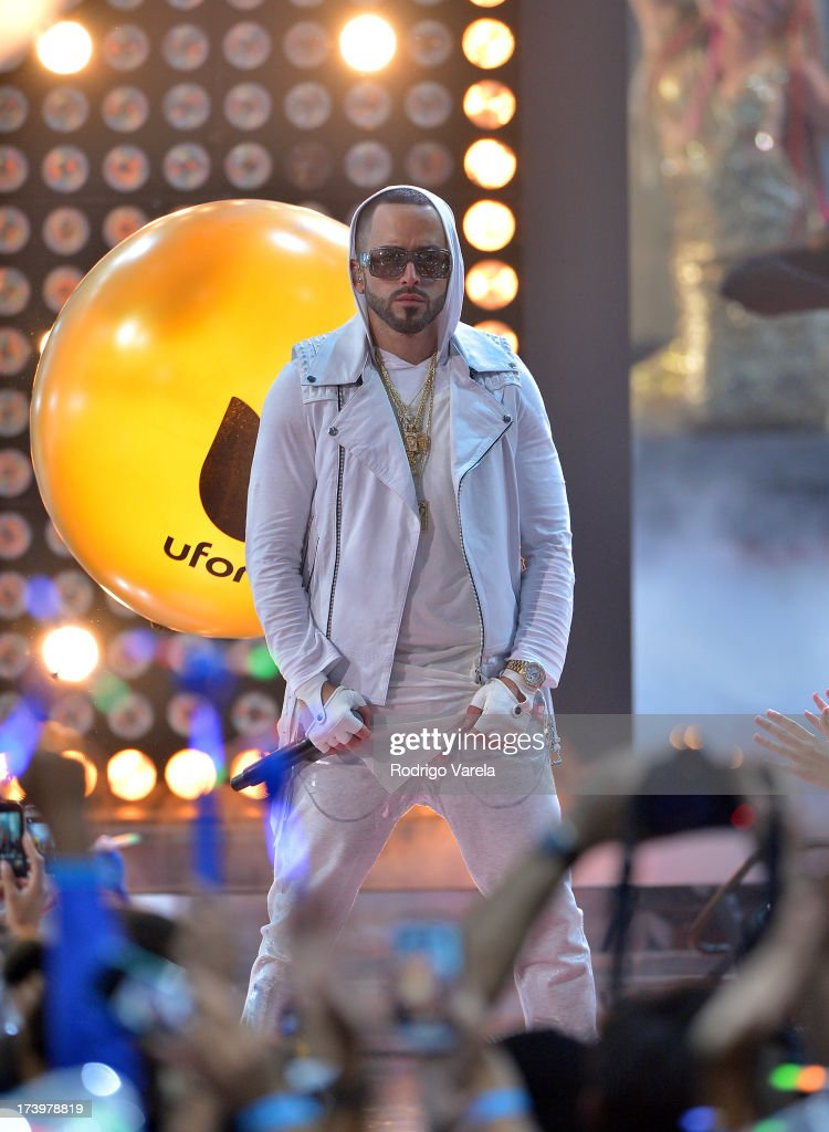 Yandel performs onstage during the Premios Juventud 2013 at Bank United Center on July 18, 2013 in Miami, Florida.