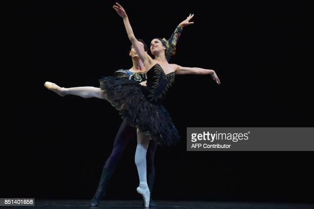 Yanela Pinera and Camilo Ramos of Quensland Ballet perform Black Swan of The Swan Lake during a rehearsal in Jakarta on September 22 2017 The second...