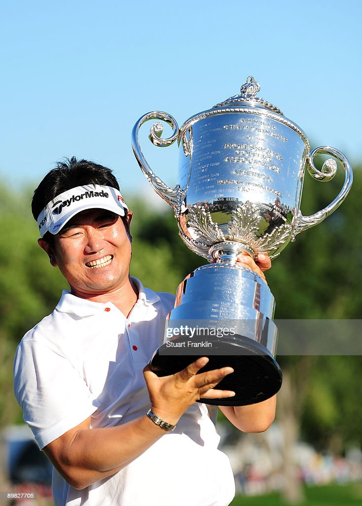 E Yang of South Korea poses with the Wanamaker Trophy after his threestroke victory at the 91st PGA Championship at Hazeltine National Golf Club on...