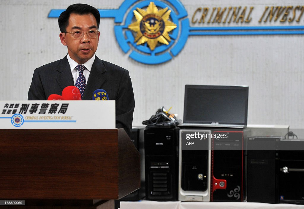 Yang Yuan-ming, deputy commissioner of the Taiwan's Criminal Investigation Bureau, speaks in front of confiscated desktop and laptop computers during a press conference in Taipei on August 29, 2013. Dozens of local suspects will face prosecution for their alleged role in a nortorious international child pornography ring, in the island's biggest ever police crackdown on such crime, police said on August 29. AFP PHOTO / Mandy Cheng
