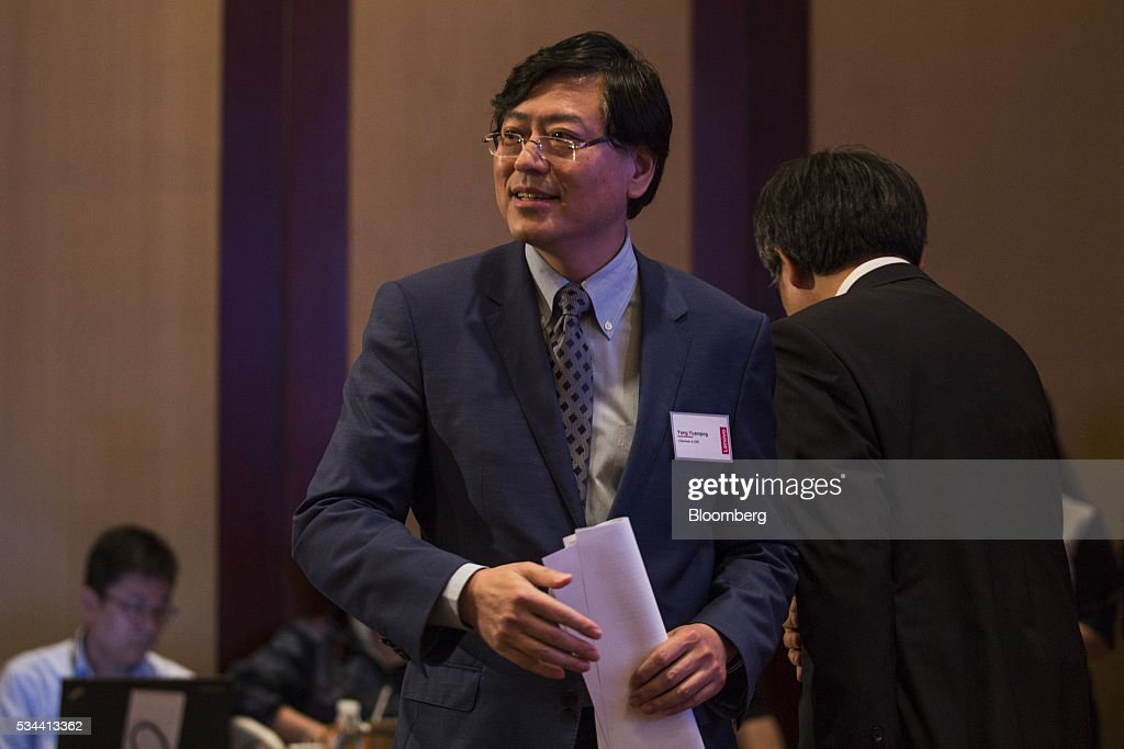 <a gi-track='captionPersonalityLinkClicked' href=/galleries/search?phrase=Yang+Yuanqing&family=editorial&specificpeople=2195940 ng-click='$event.stopPropagation()'>Yang Yuanqing</a>, chairman and chief executive officer of Lenovo Group Ltd., leaves the stage after speaking during a news conference in Hong Kong, China, on Thursday, May 26, 2016. Lenovo posted fourth-quarter profit that missed analysts' estimates as it struggles to revive the Motorola smartphone brand and the personal computer market continues to slide. Photographer: Justin Chin/Bloomberg via Getty Images
