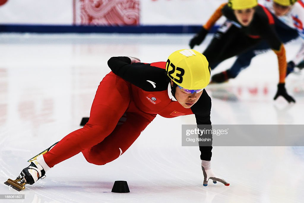 Yang Zhou of China leads the group during the Women's 1000m pre-preliminaries during day two of the Samsung ISU Short Track World Cup at the on November 15, 2013 in Kolomna, Russia.