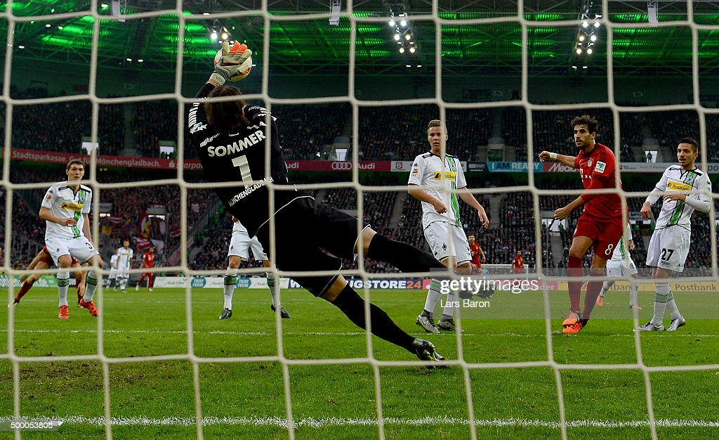 <a gi-track='captionPersonalityLinkClicked' href=/galleries/search?phrase=Yann+Sommer&family=editorial&specificpeople=5781332 ng-click='$event.stopPropagation()'>Yann Sommer</a> of Moenchengladbach saves a shot of Javier Martinez of Muenchen during the Bundesliga match between Borussia Moenchengladbach and FC Bayern Muenchen at Borussia-Park on December 5, 2015 in Moenchengladbach, Germany.