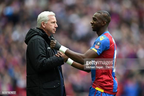 Yannick Bolasie of Crystal Palace celebrates scoring the opening goal with Alan Pardew manager of Crystal Palace during the Emirates FA Cup Semi...