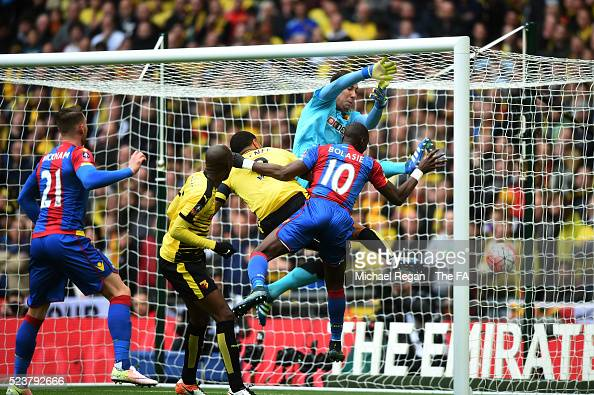 Yannick Bolasie of Crystal Palace scores the opening goal during the Emirates FA Cup Semi Final between Crystal Palace and Watford at Wembley Stadium...