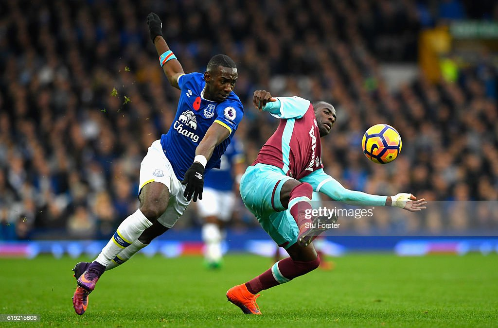Yannick Bolasie of Everton (L) and Michail Antonio of West Ham United (R) battle for possession during the Premier League match between Everton and West Ham United at Goodison Park on October 30, 2016 in Liverpool, England.