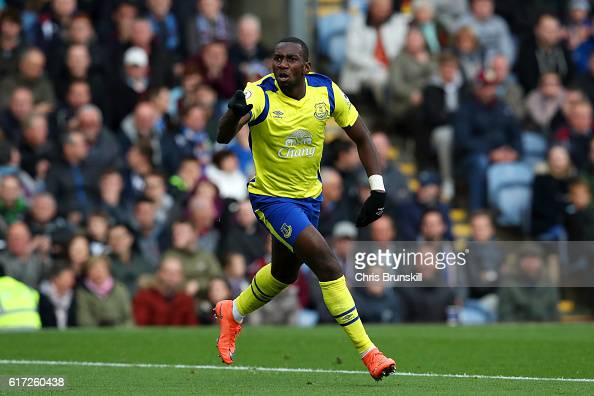 Yannick Bolasie of Everton celebrates scoring his sides first goal during the Premier League match between Burnley and Everton at Turf Moor on...