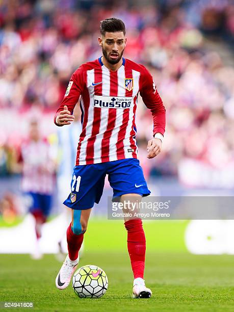 Yannick Carrasco controls the ball during the La Liga match between Club Atletico de Madrid and Malaga CF at Vicente Calderon Stadium on April 23...
